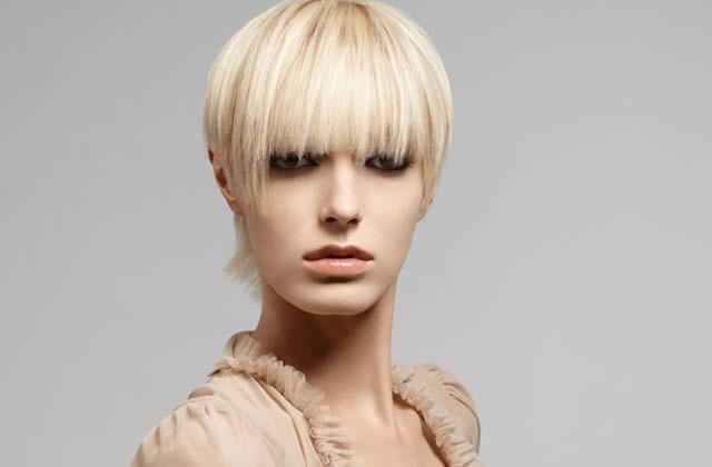 Gérer une repousse de cheveux un peu sauvage