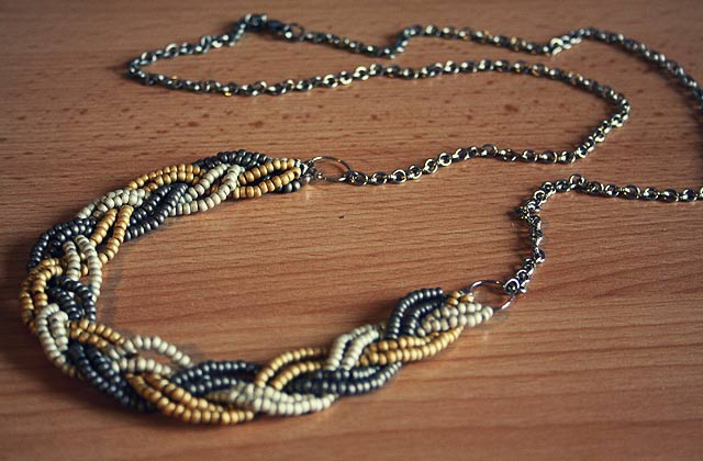 Tuto Collier En Perles De Rocaille : Tuto un collier tress? en perles de rocaille