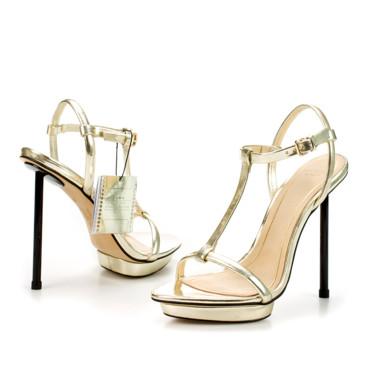 Zara lance une paire de sandales pour le Festival de Cannes