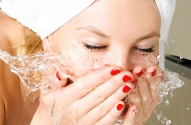 5 nettoyants visage petits prix au banc d'essai