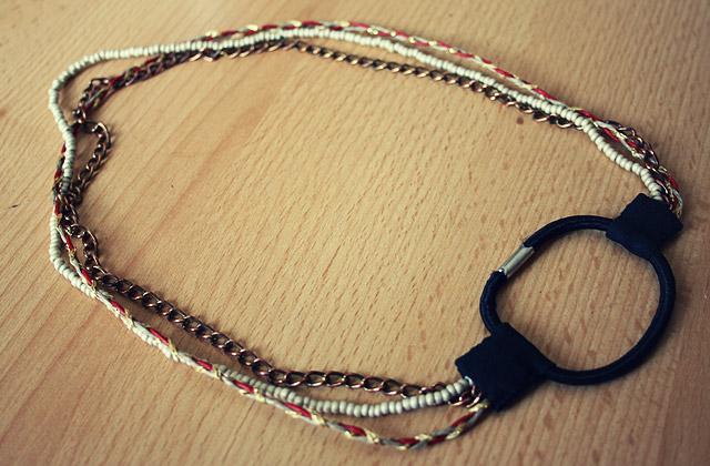 Tuto – Réaliser un headband avec un élastique à cheveux
