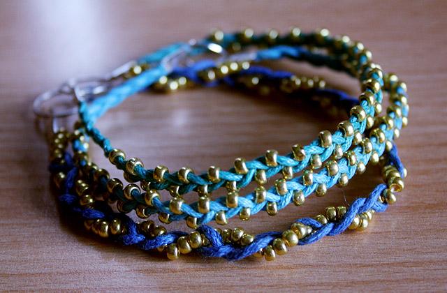 Tuto – Des bracelets porte-bonheur par milliers
