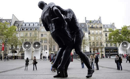 coupdeboule2 Une sculpture du coup de boule de Zidane à Beaubourg