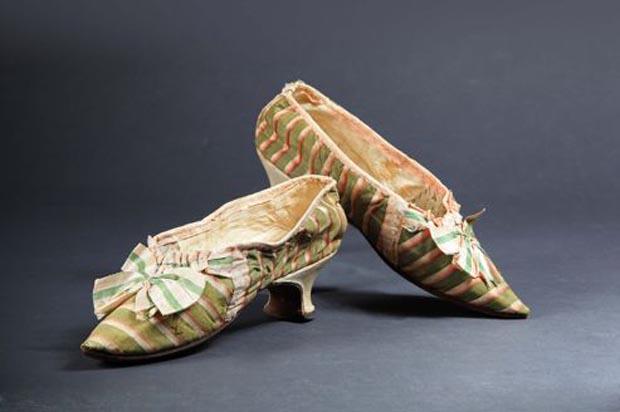Les souliers de Marie Antoinette vendus aux enchères Marieantoinette1