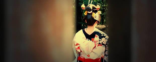 Carte postale du Japon – Le culte de lapparence geisha