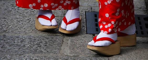 Carte postale du Japon – Le culte de lapparence japonshoes