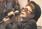 Lien permanent vers Yoko Ono reprend « Fireworks » de Katy Perry