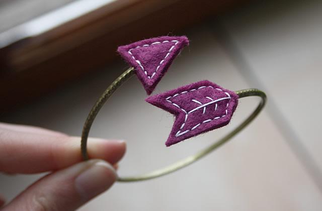 Tuto – Un bracelet flèche en feutrine
