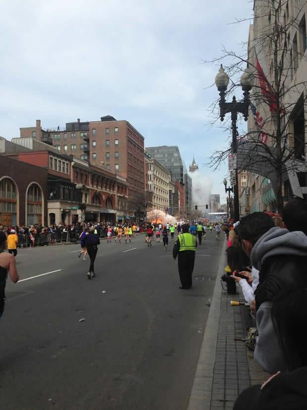 boston explosion 3 Explosions à larrivée du marathon de Boston
