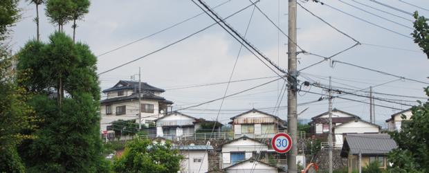 À quoi ressemble une rue japonaise ?   Carte postale du Japon cables