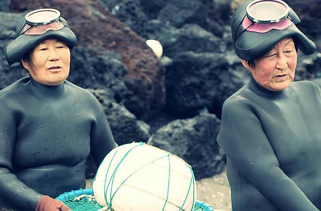 Les îles Jeju et leurs plongeuses – Carte Postale de Corée du Sud
