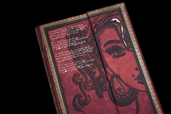 Paperblanks sort un carnet Amy Winehouse amy