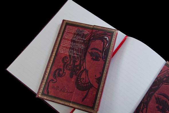 Paperblanks sort un carnet Amy Winehouse amy3