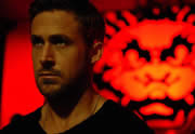 Ryan torse nu dans le Behind the scenes d'Only God Forgives