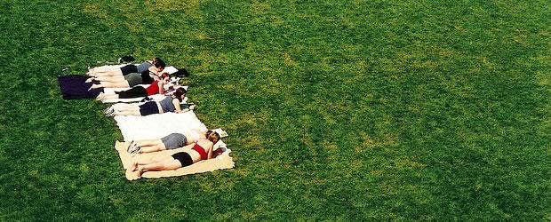 bronzette «Staycation » : prendre des vacances pour rester à la maison — Le Petit Reportage