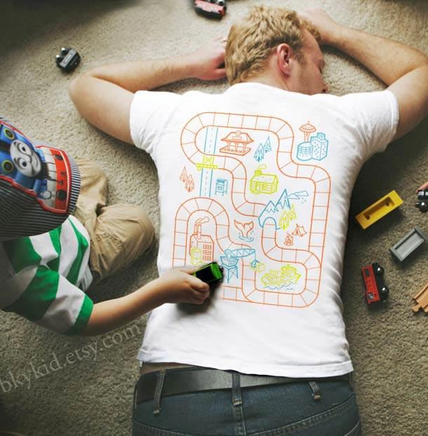 playmat tshirt 1 Un t shirt plateau de jeu pour se faire masser gratos