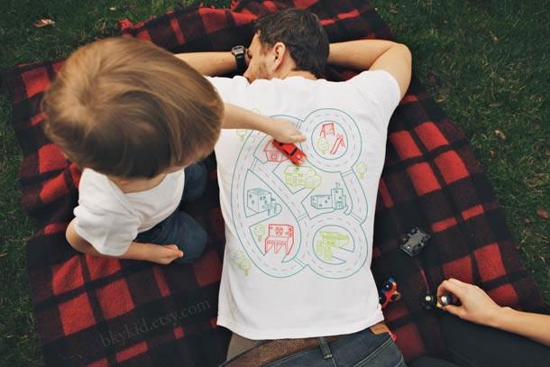 playmat tshirt 2 Un t shirt plateau de jeu pour se faire masser gratos