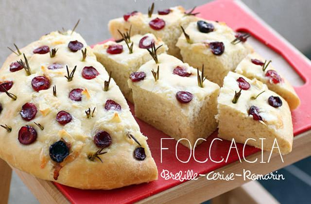 Foccacia brebille, cerises et romarin – la recette de Piment Oiseau