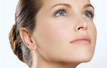 Effet rebond de l'acné après l'été : comment l'éviter ?