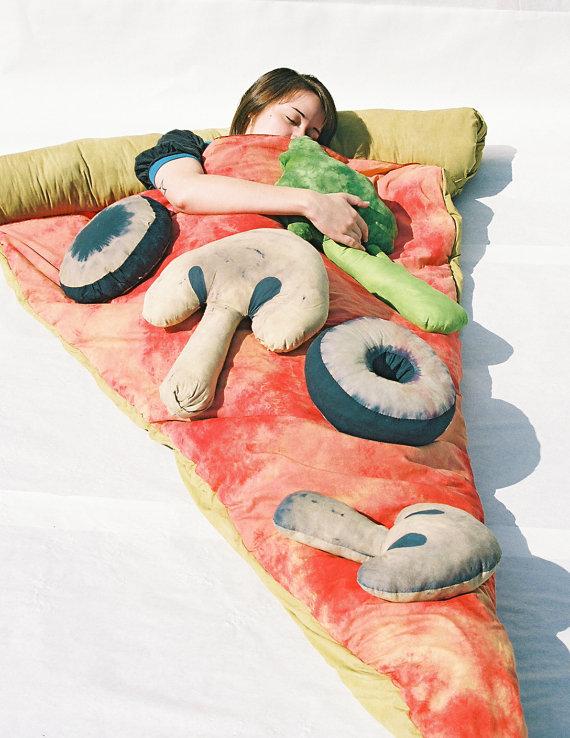 Dormir dans un croissant, une omelette ou un sandwich il 570xN