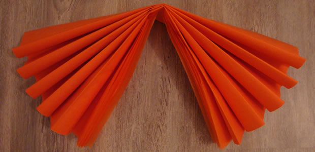 Pompons sakarton - Comment fabriquer une guirlande de noel en papier ...
