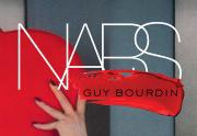 NARS rend hommage à Guy Bourdin