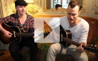 Ásgeir chante « Going Home » en acoustique