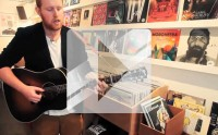Gavin James joue « Coming Home » en acoustique