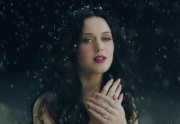 Unconditionally, le clip hivernal de Katy Perry