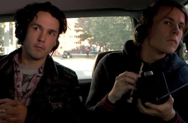 Ylvis piège des gens en chanson dans le taxi