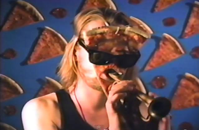 Macaulay Culkin sort un clip sur les pizzas