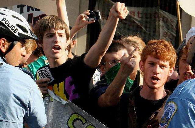 8 jeunes sur 10 s'intéressent à la politique