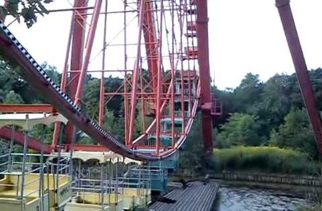 Vend : parc d'attractions abandonné, à récupérer sur place