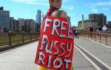Les deux Pussy Riot accusées de vol ont été remises en liberté