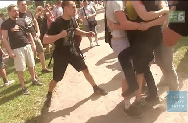 La violence homophobe continue en Russie, à la veille des JO