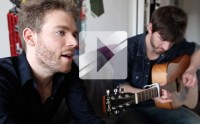 Brothers chante « Belrya » en acoustique guitare-voix