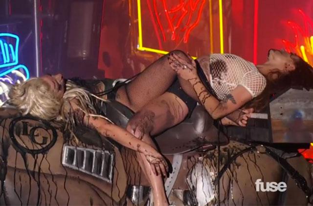 Lady Gaga se fait vomir dessus en concert (mais c'est normal)
