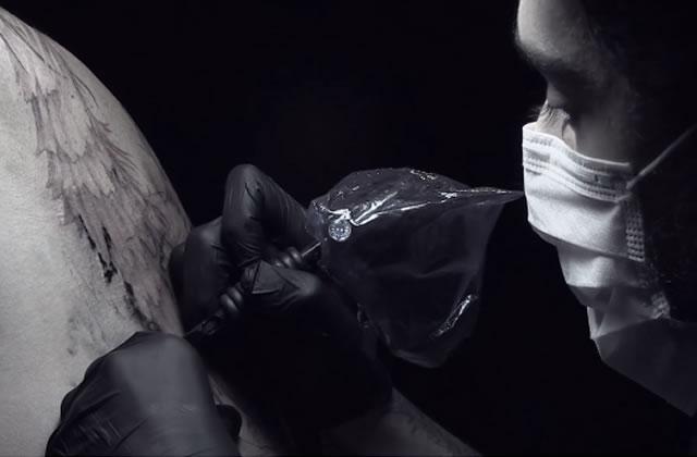 L'aiguille et la bête : quand les humains se font tatouer des monstres
