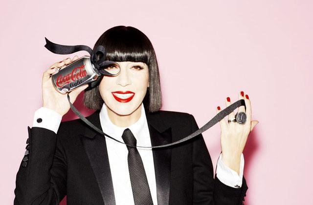 Chantal Thomass rhabille les canettes et les bouteilles de Coca-Cola light