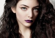 Lorde collabore avec MAC pour une collection de maquillage