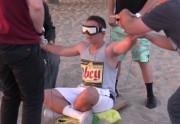 Lien permanent vers Un magicien fait (presque) voler des gens sur la plage