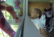 Lien permanent vers 3 super-héros laveurs de carreaux font sourire des enfants malades