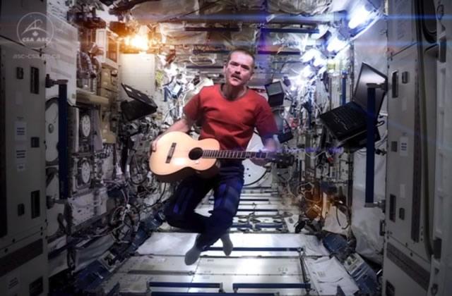 Un astronaute chante « Space Oddity » de Bowie dans l'espace
