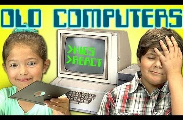 Des enfants réagissent aux vieux ordinateurs