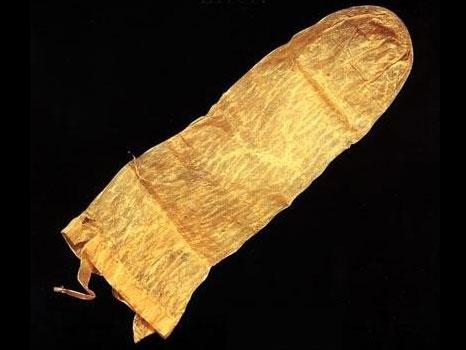 preservatif histoire pochette Le préservatif et son histoire, de la chaussette au latex