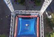 Lien permanent vers Sautez d'une tour de cinquante mètres de haut (dans un parc d'attractions)