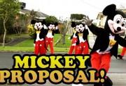 Lien permanent vers La demande en mariage de Mickey grandeur nature