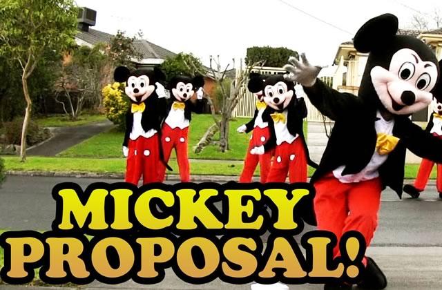 La demande en mariage de Mickey grandeur nature