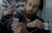 Samsung se moque des utilisateurs d'iPhone, esclaves de leur batterie