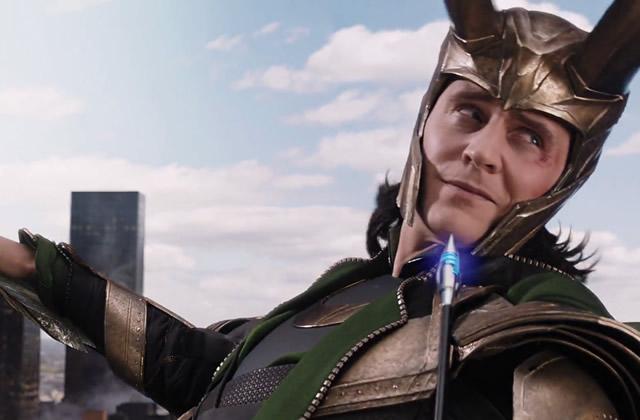 Tom Hiddleston remercie Joss Whedon, réalisateur d'Avengers